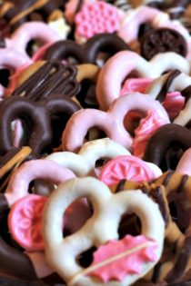 How to Make Chocolate Covered Pretzels Fancy