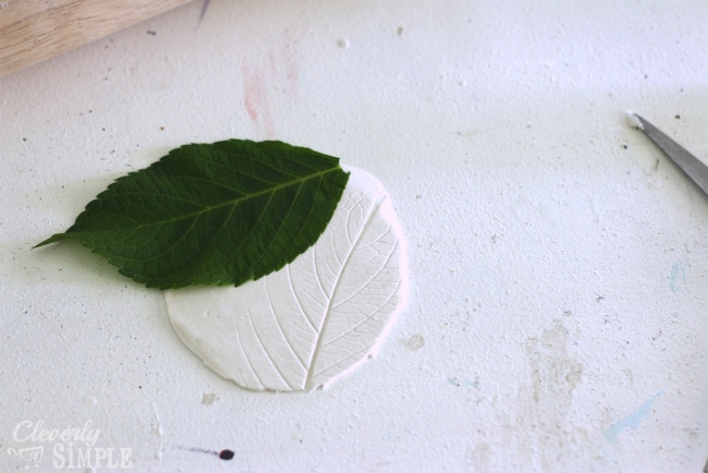 using leaves to make a jewelry holder