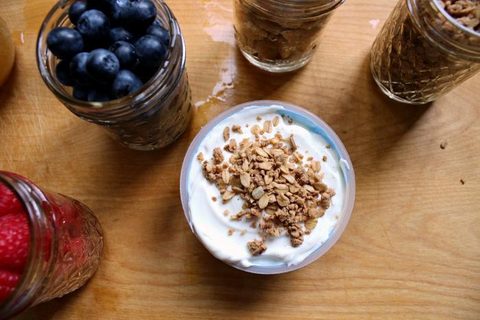 granola on yogurt yulu