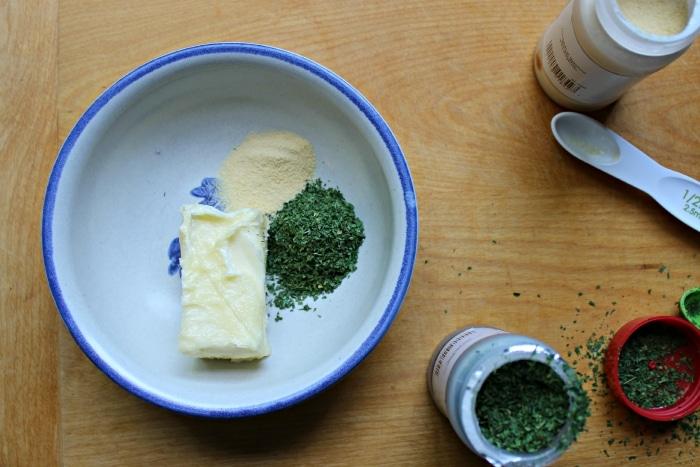 garlic powder in garlic bread