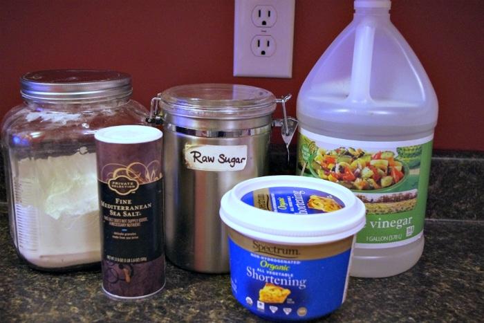 Ingredients to make easy pie crust