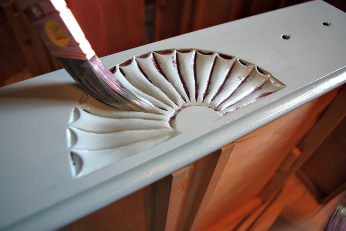 How to Chalk Paint Furniture 5