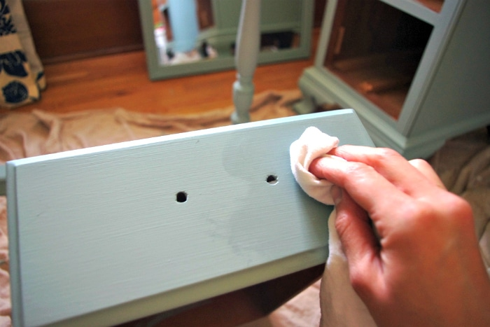 How to Chalk Paint Furniture 9