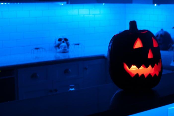 philips-hue-halloween-pumpkin