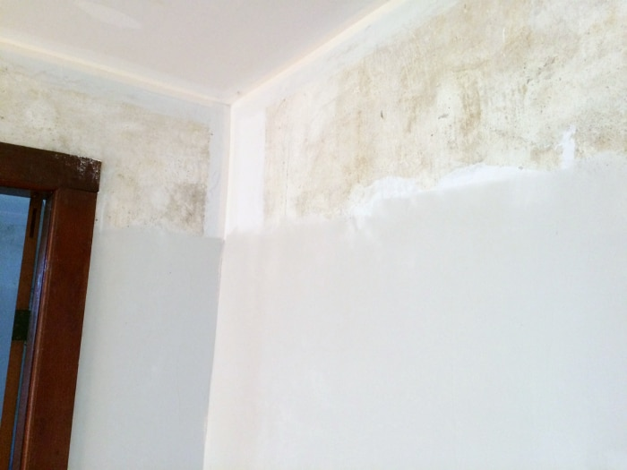 farmhouse-renovation-week-13-skimming-walls-of-plaster