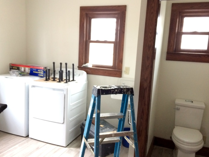 farmhouse-renovation-week-20-laundry-room