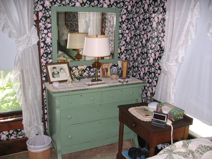 farmhouse-bedroom-renovation-before-3