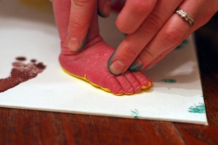 diy-newborn-hands-and-feet-7