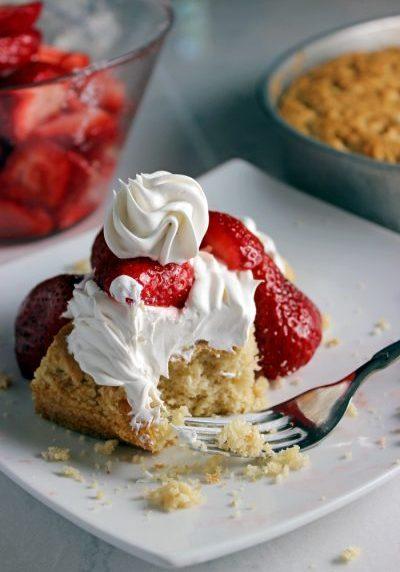 feature-easy-homemade-strawberry-shortcake