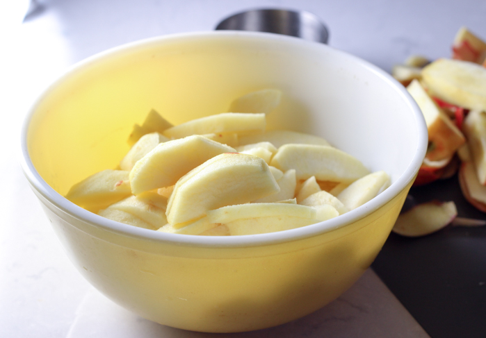 apples without peel in bowl