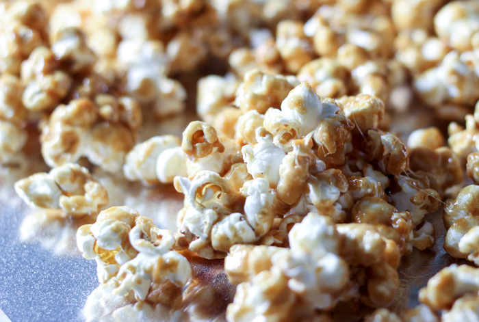 how to make caramel corn cooling on foil