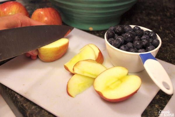 How to slice apples to make fruit crisp