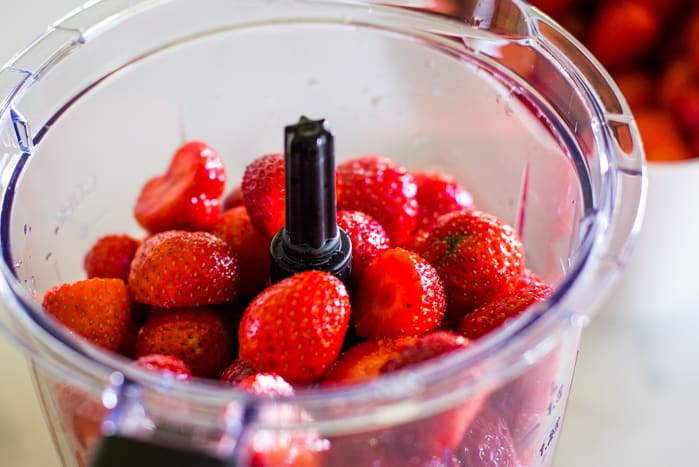 cut strawberries in blender