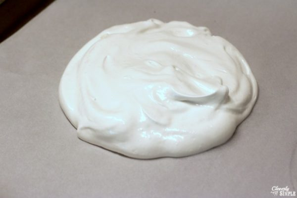 what does pavlova look like before cooking it