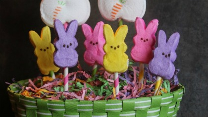 Super-Easy-Peeps-Easter-Centerpiece-682x1024