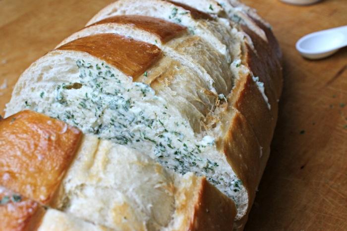 Garlic filing for garlic bread