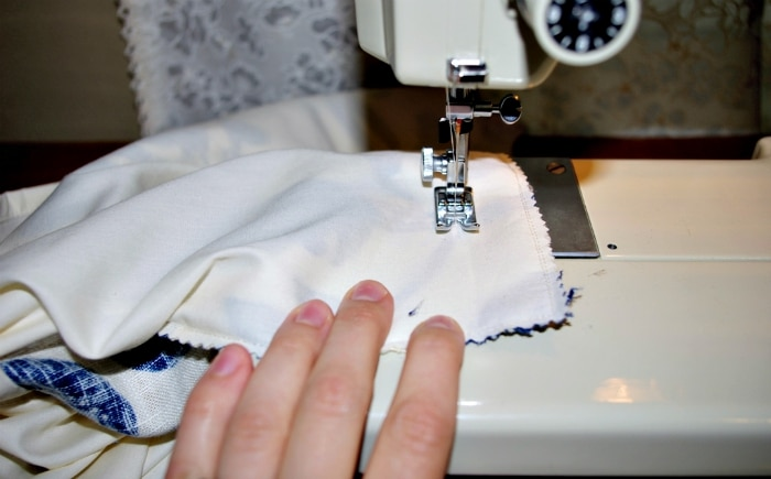 Sewing the edge of the pillow