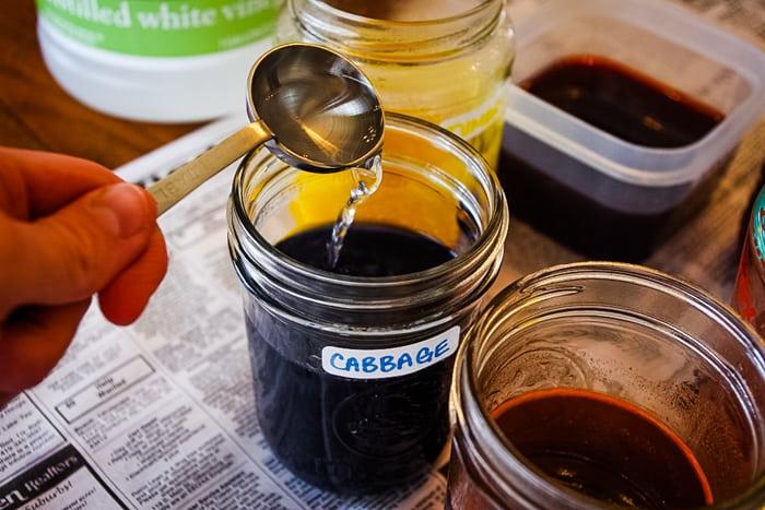 add vinegar to Easter egg dye
