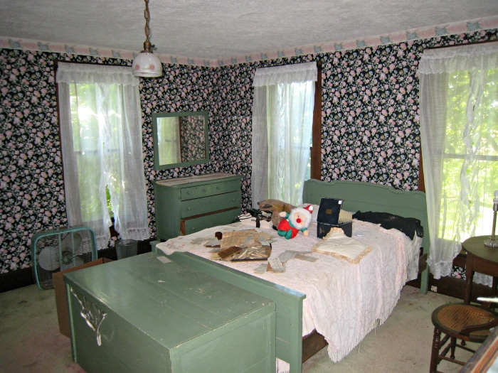 farmhouse-renovation-master-bedroom-before