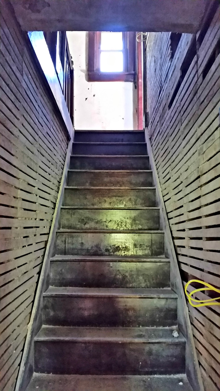farmhouse-renovation-week-11-stairway