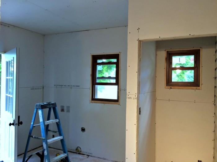 farmhouse-renovation-week-12-laundry-room-2