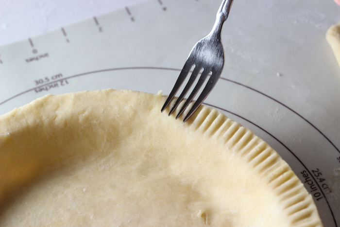 for making detail around pie crust