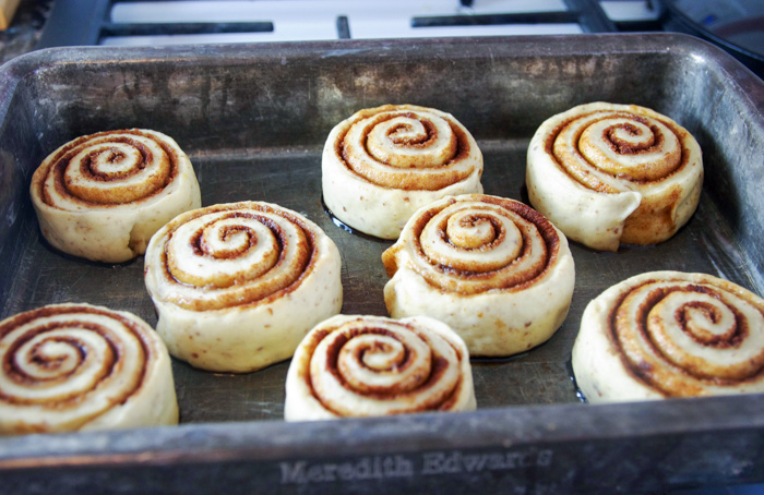 vegan cinnamon roll recipe in pan