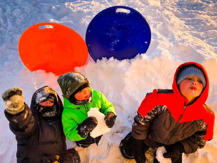kids eatting snow