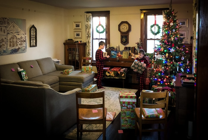 farmhouse living room at Christmas