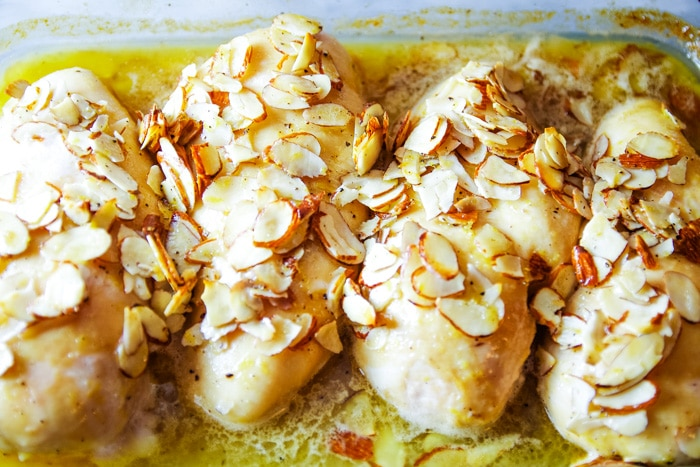 baked chicken with maple glazed in baking pan